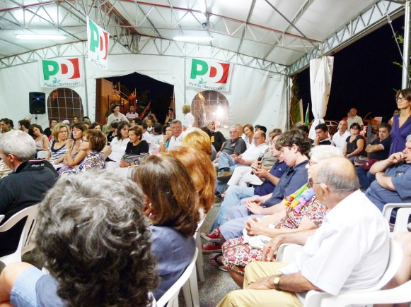 Pubblico-presentazione-Festa-dellUnità-Casale-23-luglio-2010